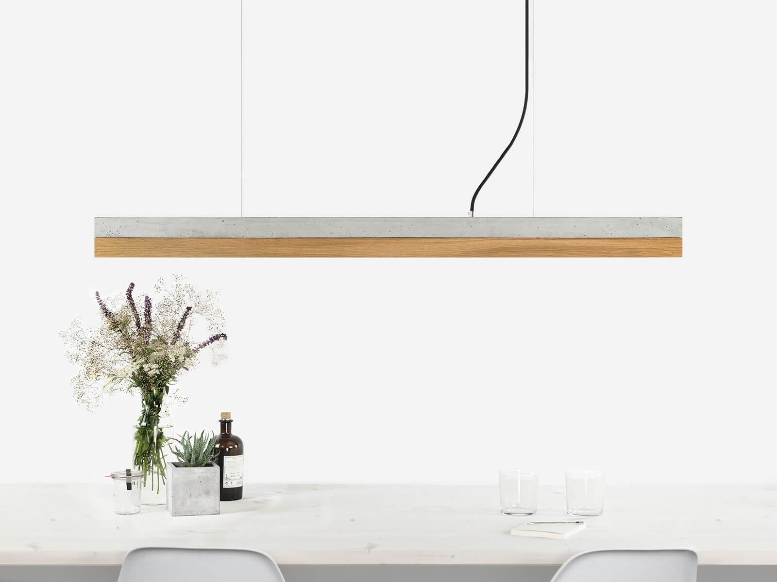 090916 C1 Beton hell Eichenholz Lampe ansicht über Tisch