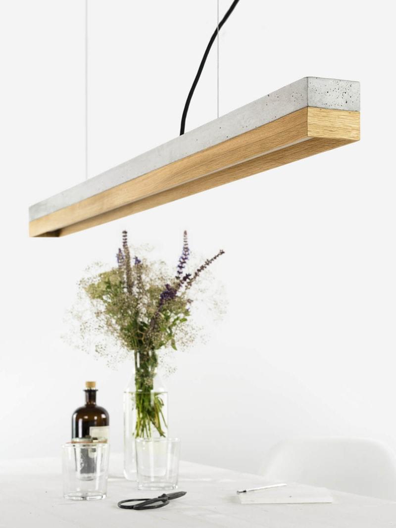 140916 C1 Beton hell Eichenholz Lampe über Tisch
