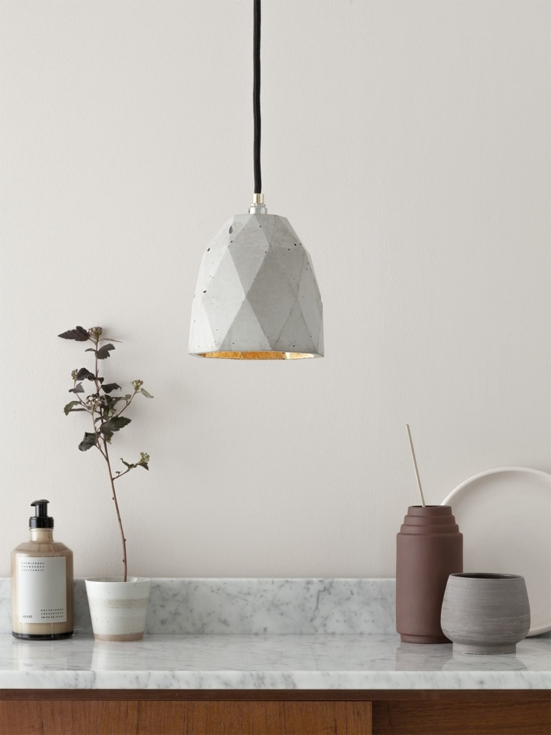 t1 haengelampe trianguliert beton gold 01