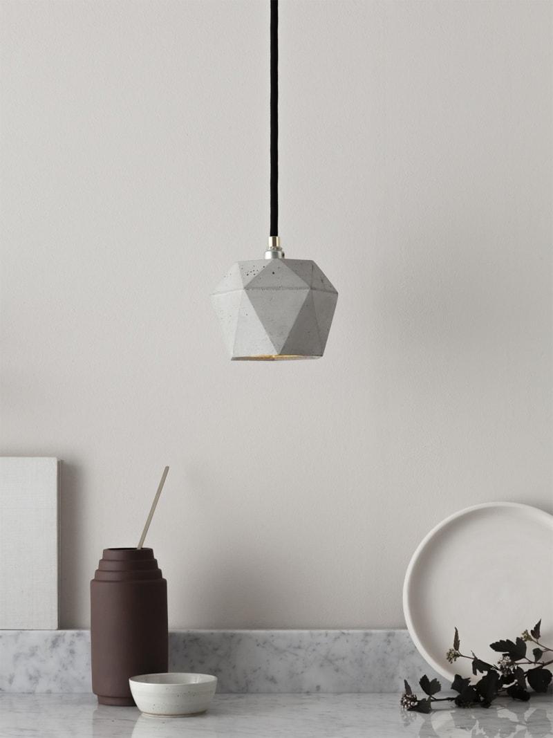 t2 haengelampe trianguliert beton gold 01