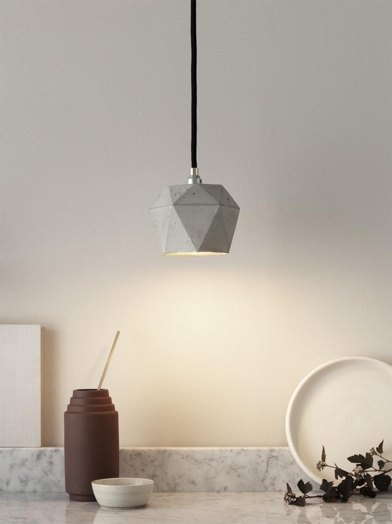 t2 haengelampe trianguliert beton gold 02
