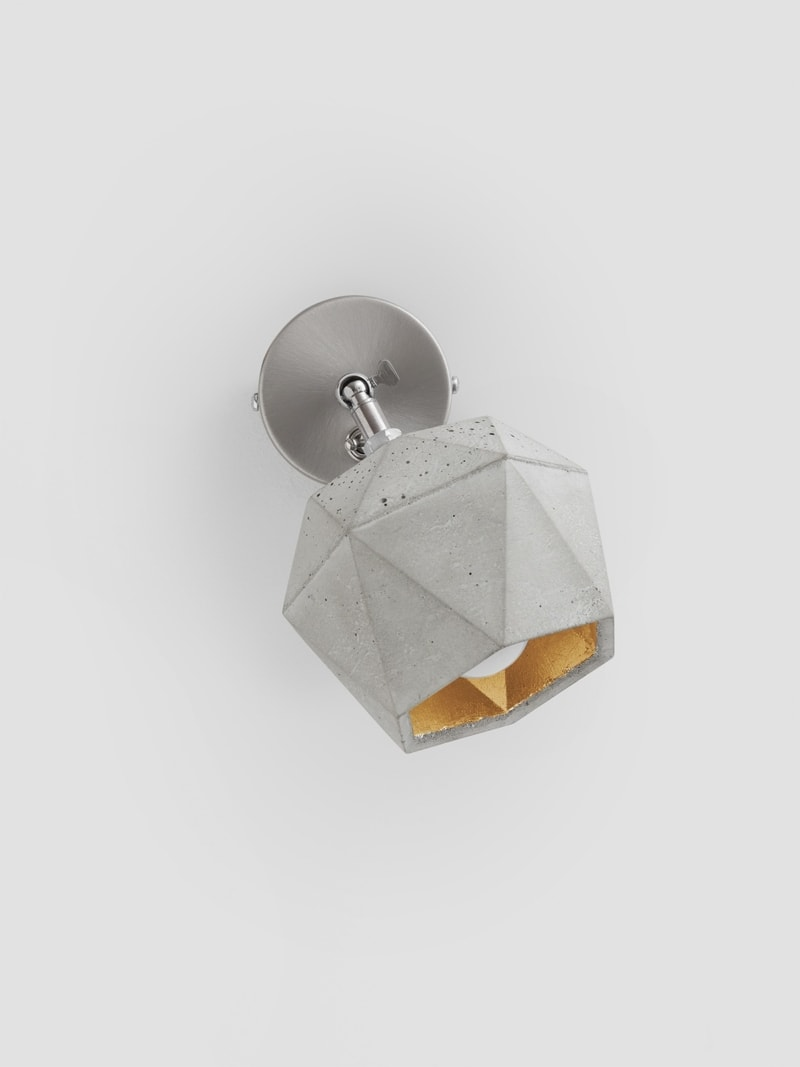 t2 spot wandlampe trianguliert beton gold 03