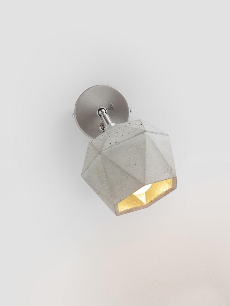 t2 spot wandlampe trianguliert beton gold 15