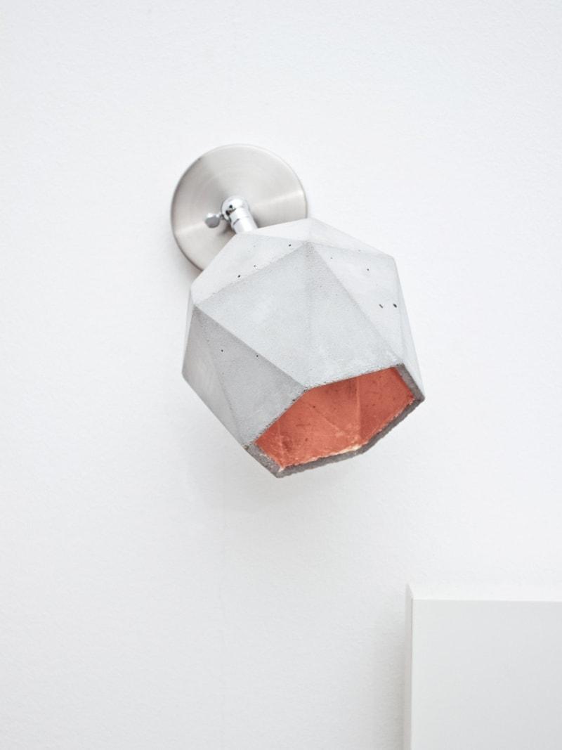 t2 spot wandlampe trianguliert beton kupfer 10
