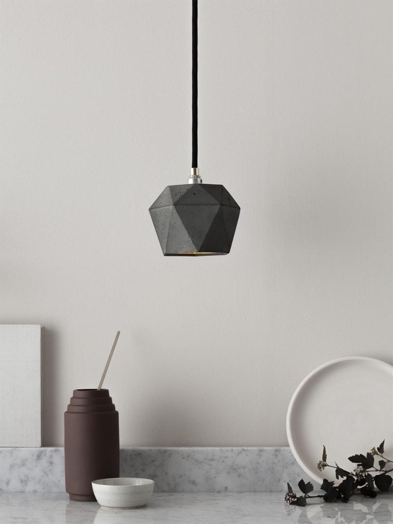 t2dark haengelampe trianguliert beton gold 01