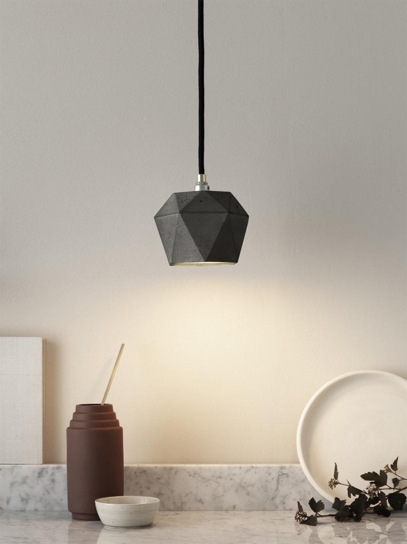 t2dark haengelampe trianguliert beton gold 02