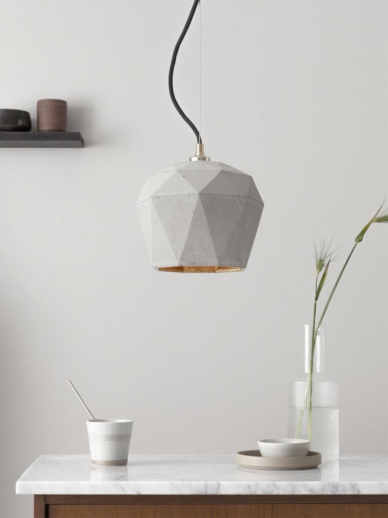 t3 haengelampe trianguliert beton gold 01
