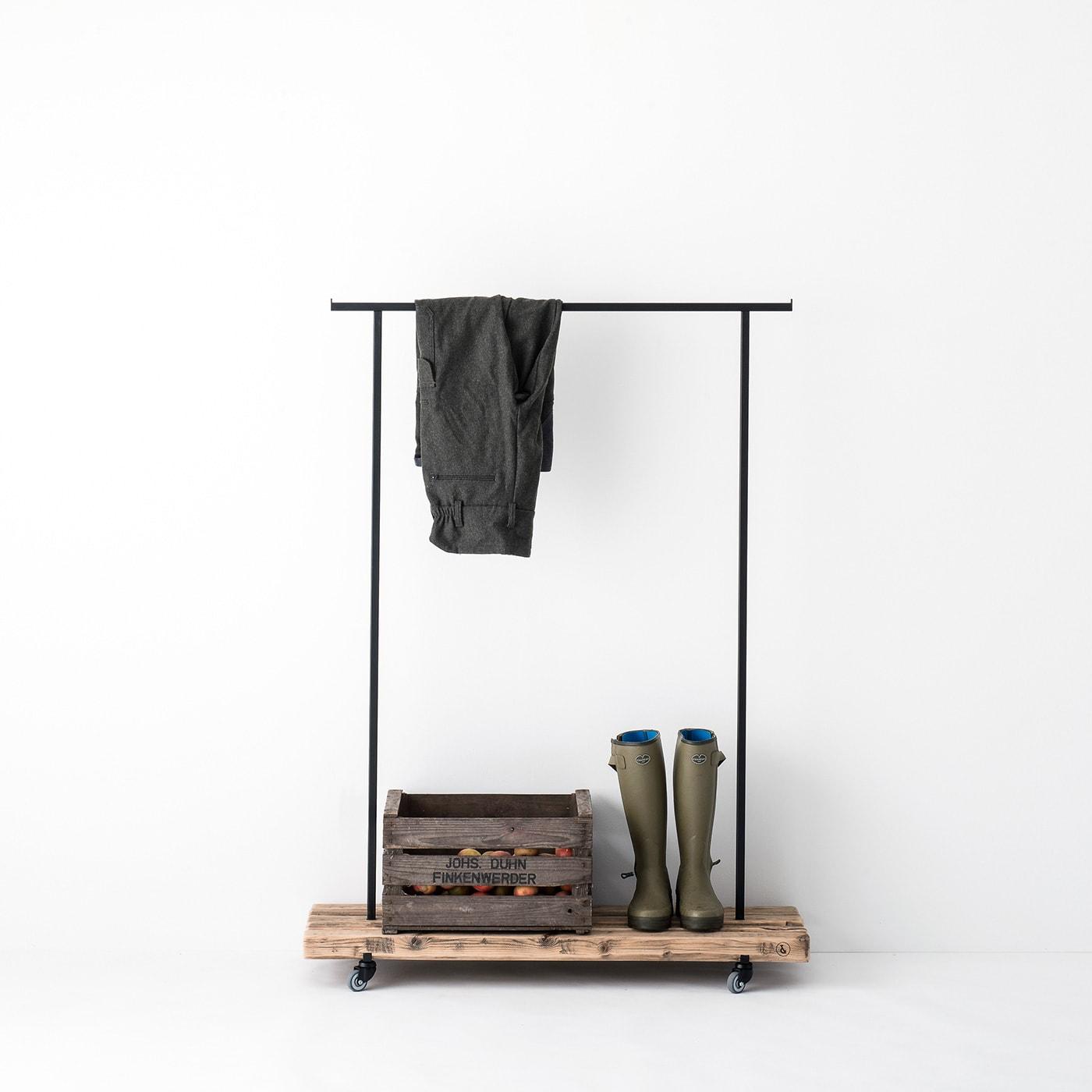 kleiderstange 01 altholz massivholz braun garderobe metall schwarz weldco 02