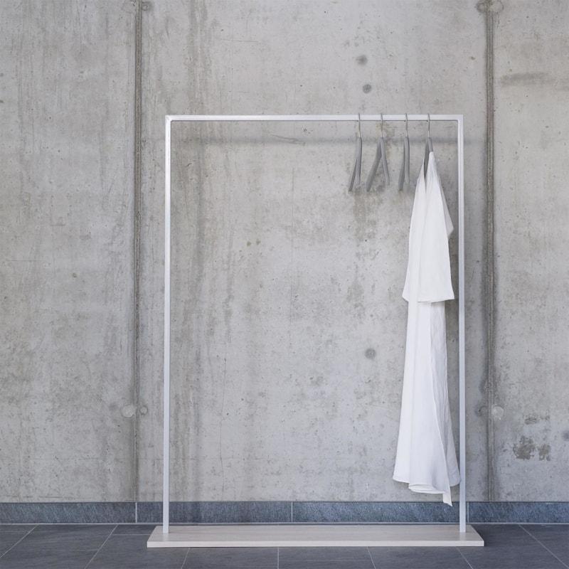 01 hangon garderobe kleiderstange bauholz holz hell stahl pulverbeschichtet telegrau grau johanenlies