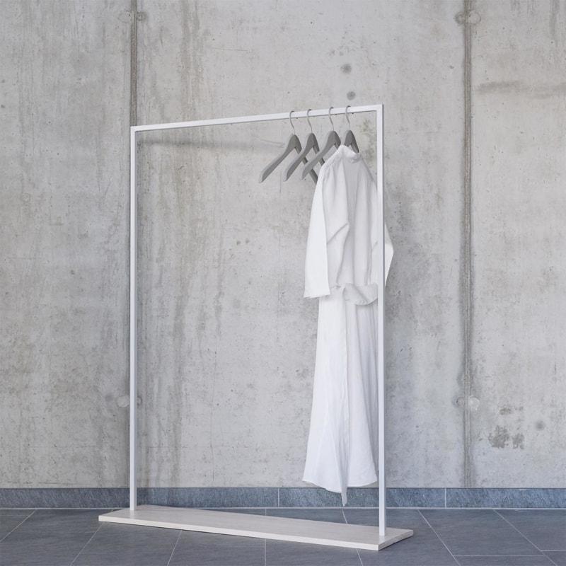 02 hangon garderobe kleiderstange bauholz holz hell stahl pulverbeschichtet telegrau grau johanenlies