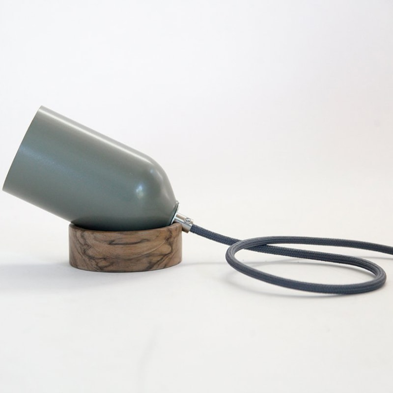 04 fireligt lampe boden tisch mossgrau grau aluminium nussbaum eiche holz licht werkvoll
