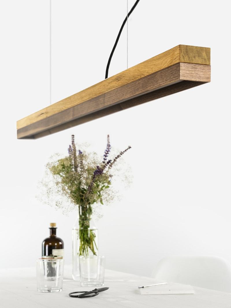 180416 C1 Eichenholz Nussbaum Lampe ueber Tisch