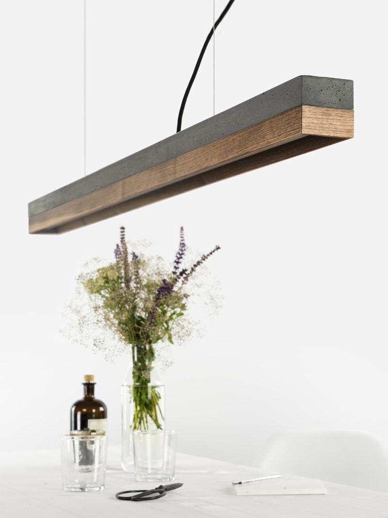 180417 C1 Beton dunkel Nussbaum Lampe ueber Tisch