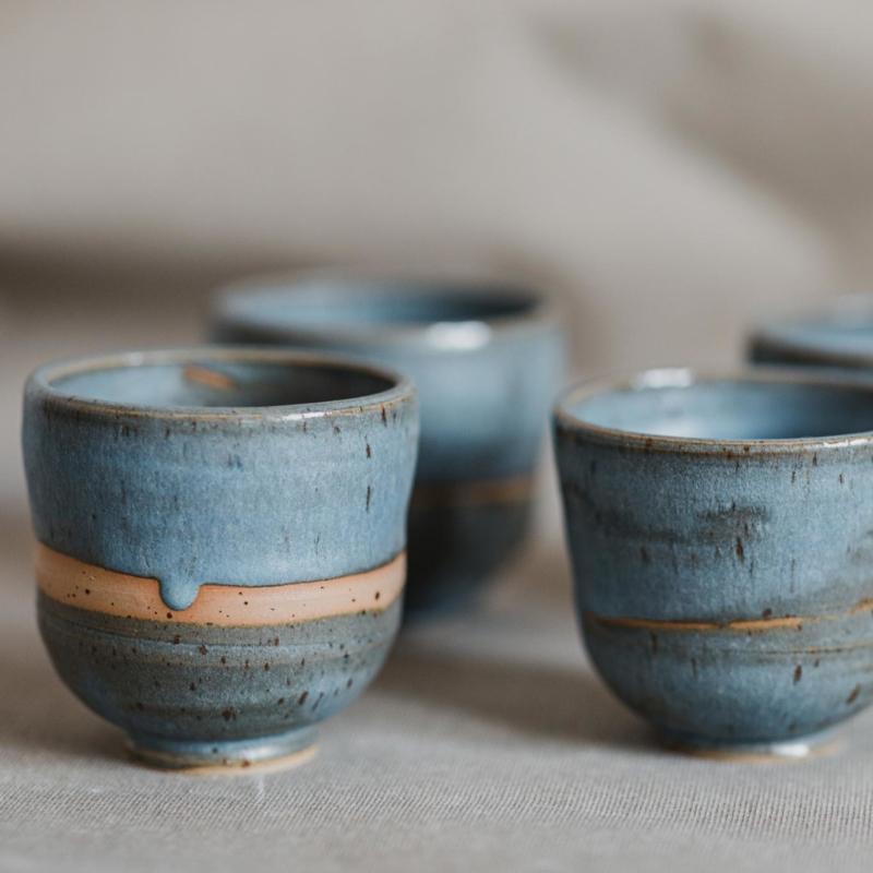 01 drinking vessel 1 keramik ton blau handgefertigt brsg