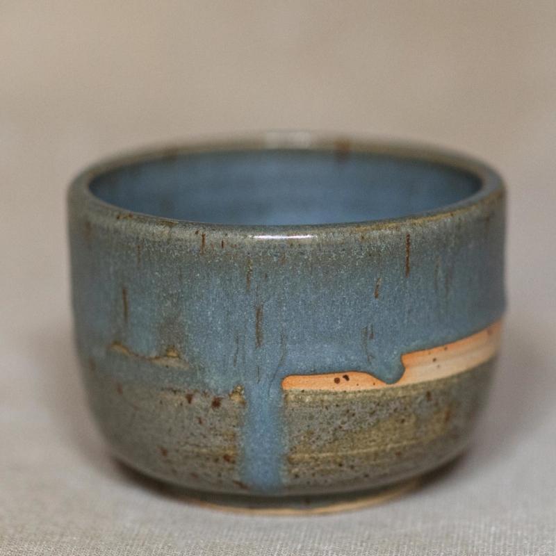 01 drinking vessel 2 keramik ton blau handgefertigt brsg