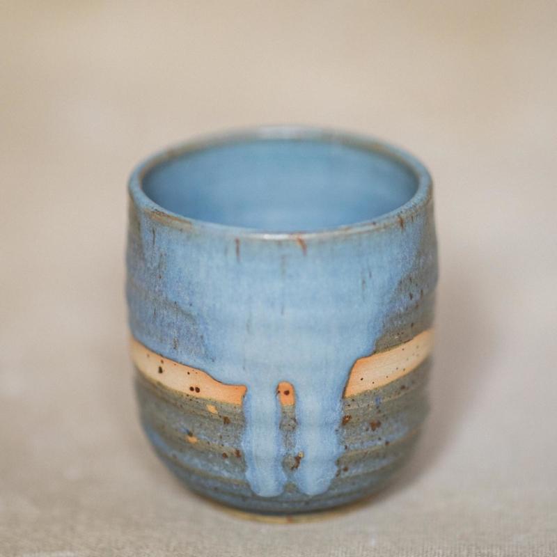 01 drinking vessel 3 keramik ton blau handgefertigt brsg