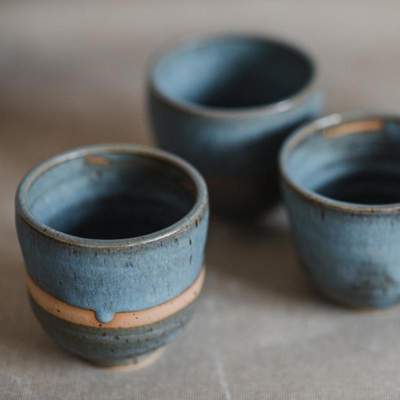 02 drinking vessel 1 keramik ton blau handgefertigt brsg