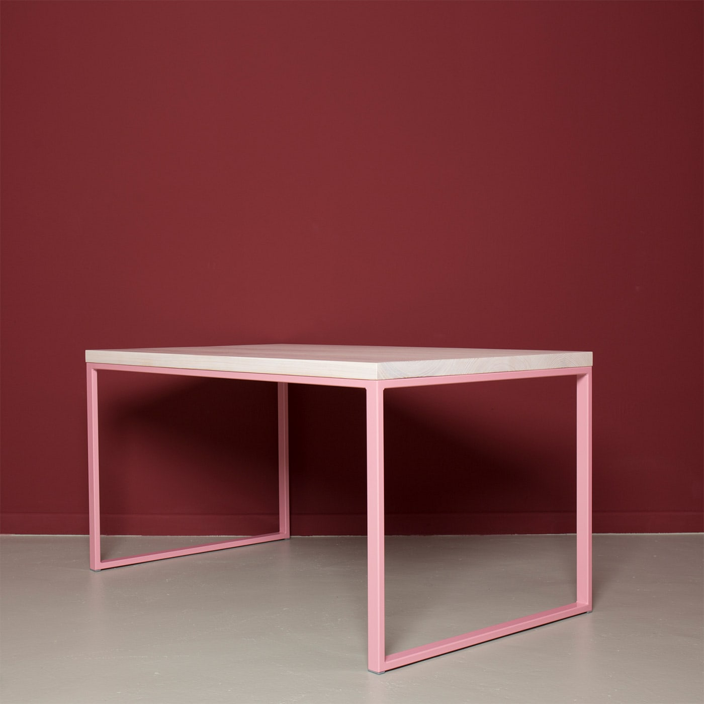 02 meerssen tisch esstisch bauholz holz stahl hellrosa rosa johannenlies