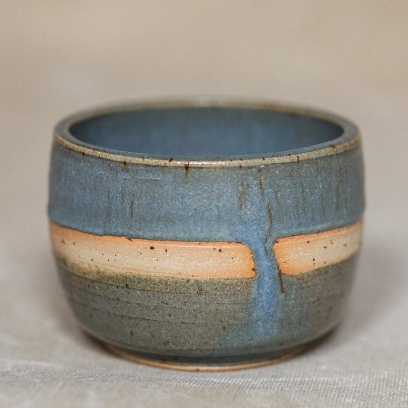 03 drinking vessel 2 keramik ton blau handgefertigt brsg