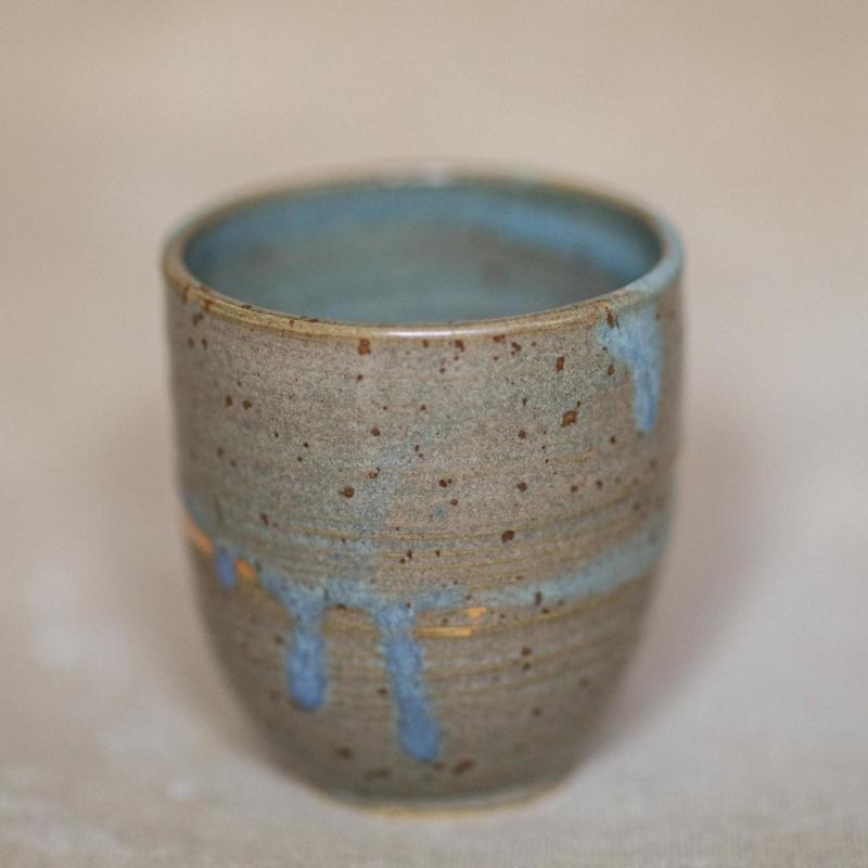 03 drinking vessel 3 keramik ton blau handgefertigt brsg