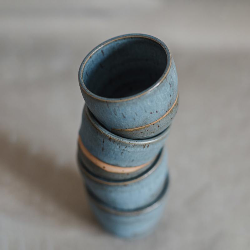 04 drinking vessel 1 keramik ton blau handgefertigt brsg