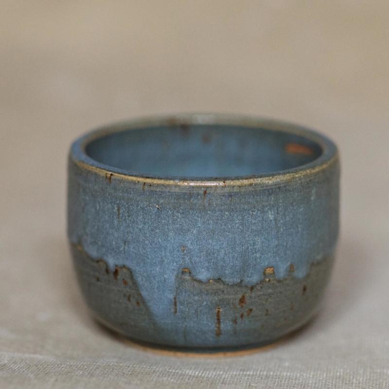 04 drinking vessel 2 keramik ton blau handgefertigt brsg