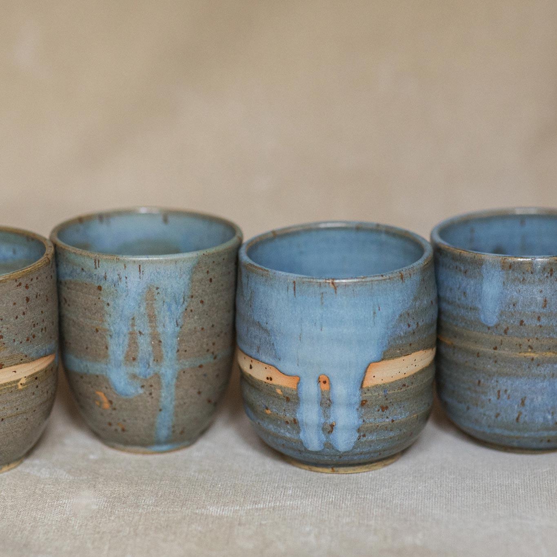 04 drinking vessel 3 keramik ton blau handgefertigt brsg