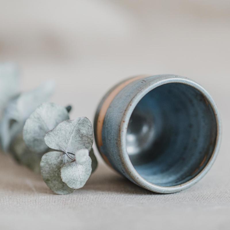 05 drinking vessel 1 keramik ton blau handgefertigt brsg