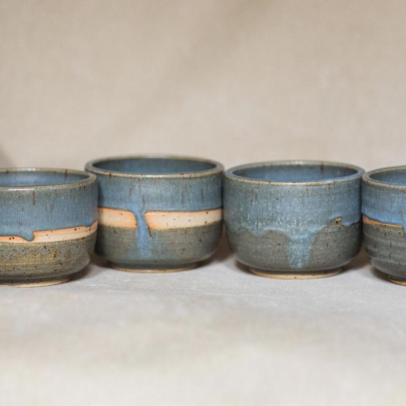 05 drinking vessel 2 keramik ton blau handgefertigt brsg