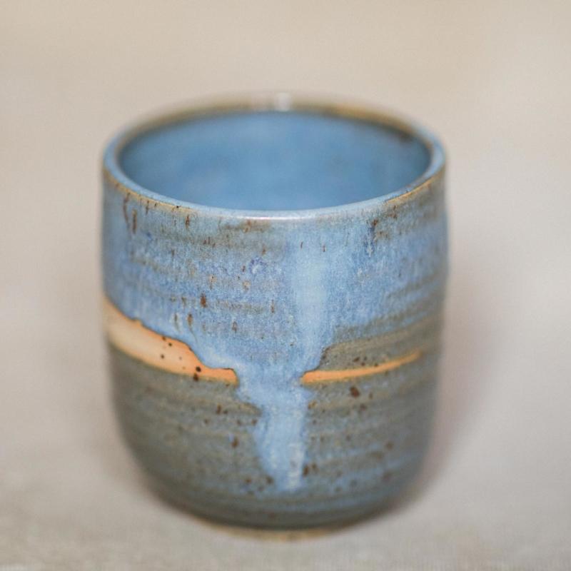 05 drinking vessel 3 keramik ton blau handgefertigt brsg