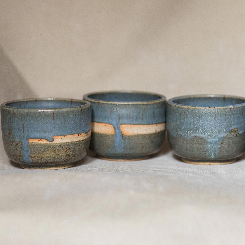 06 drinking vessel 2 keramik ton blau handgefertigt brsg
