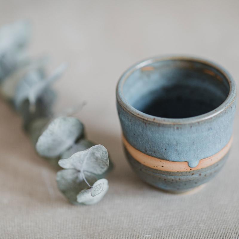 07 drinking vessel 1 keramik ton blau handgefertigt brsg