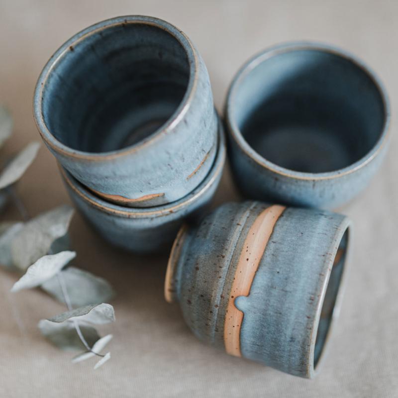 09 drinking vessel 1 keramik ton blau handgefertigt brsg