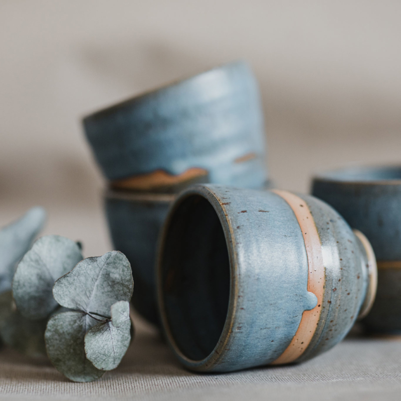 11 drinking vessel 1 keramik ton blau handgefertigt brsg