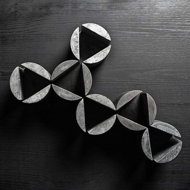 01 brut kerzenstaender candleholder grau beton dunkelgrau studio makuko