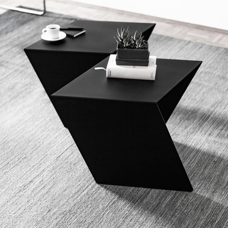 01 chevron beistelltisch stahl stahlblech schwarz kanten studio makuko