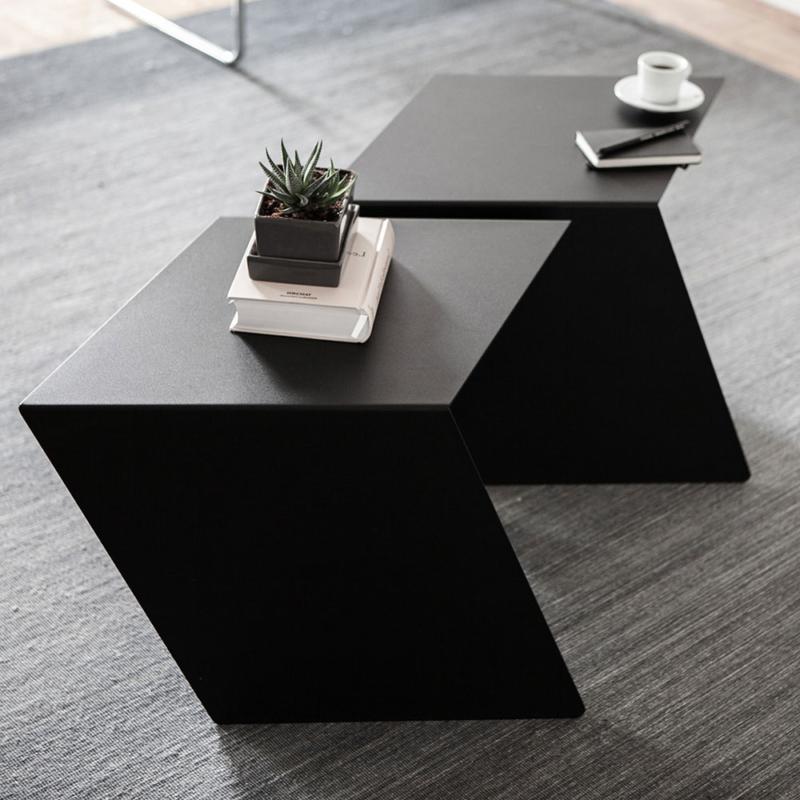 02 chevron beistelltisch stahl stahlblech schwarz kanten studio makuko