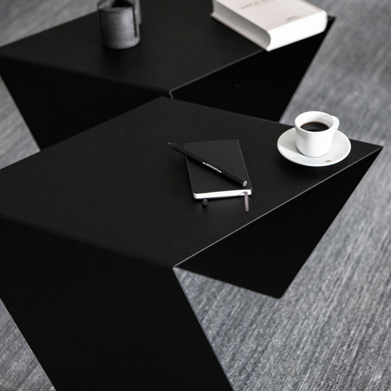 03 chevron beistelltisch stahl stahlblech schwarz kanten studio makuko