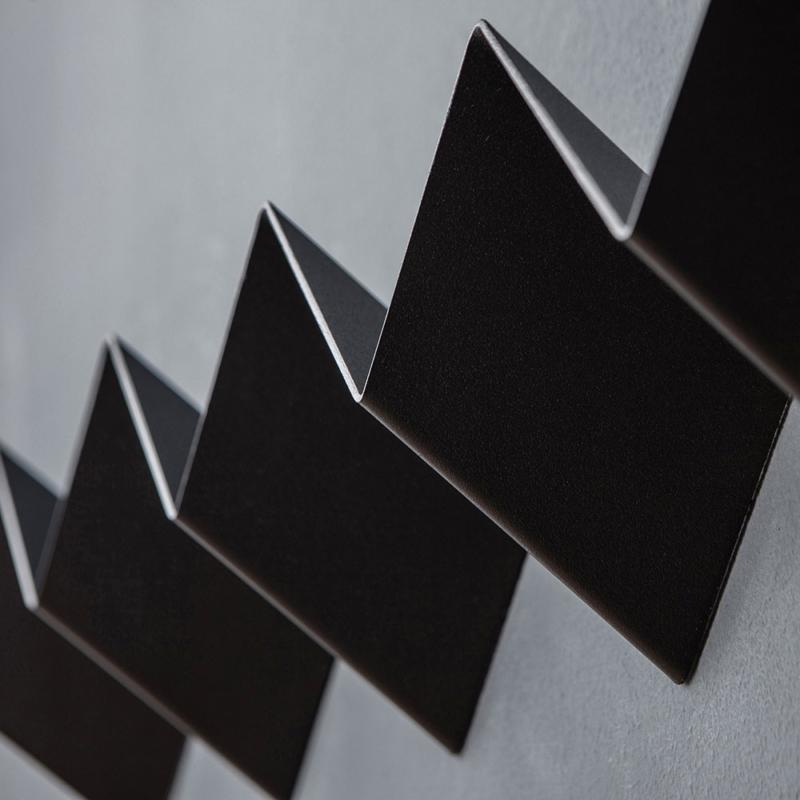 04 itaunaflat garderobe regal stahlblech blech tiefschwarz schwarz studio makuko