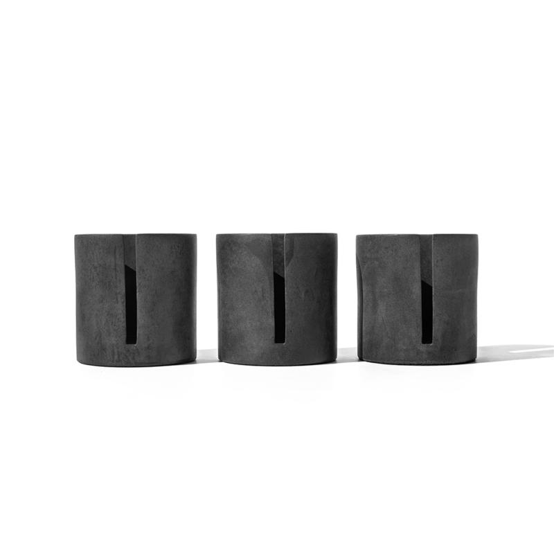 05 brut kerzenstaender candleholder grau beton dunkelgrau studio makuko