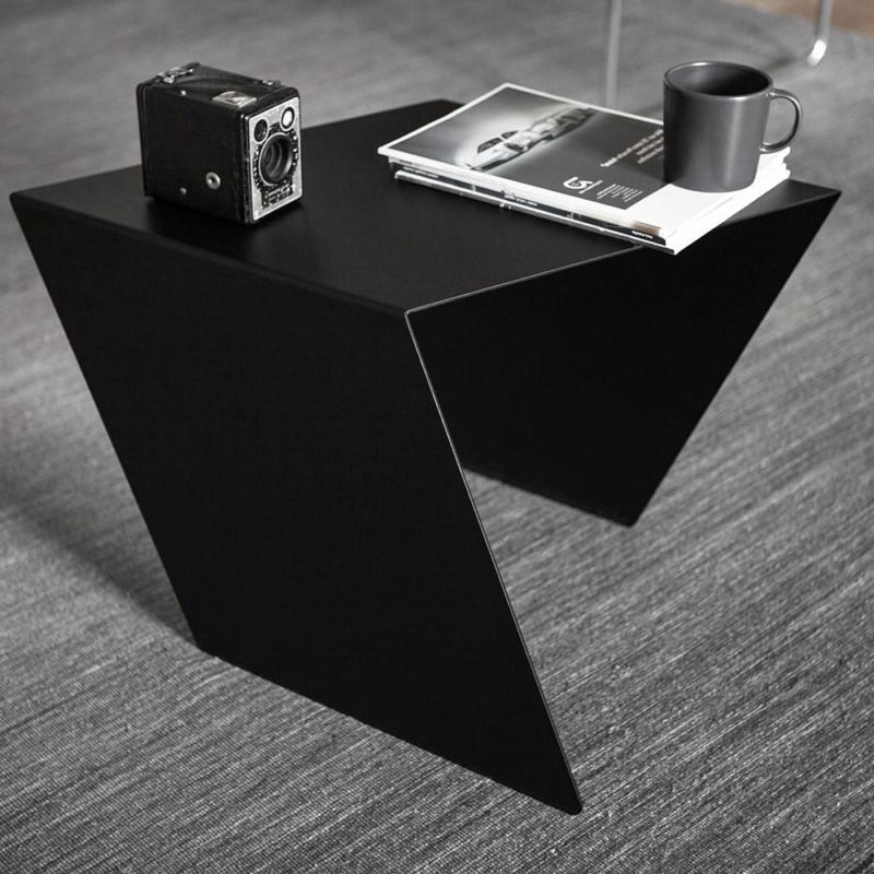 05 chevron beistelltisch stahl stahlblech schwarz kanten studio makuko