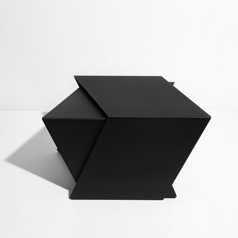05 stalk coffeetable couchtisch beistelltisch stahl stahlblech schwarz kanten studio makuko
