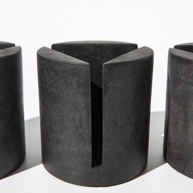 06 brut kerzenstaender candleholder grau beton dunkelgrau studio makuko