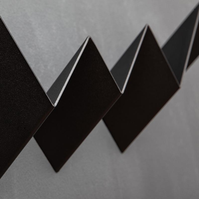 06 itauna wave garderobe regal stahlblech blech tiefschwarz schwarz studio makuko