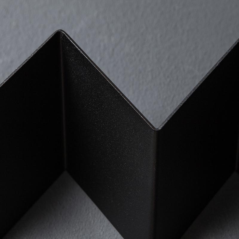 06 itaunaflat garderobe regal stahlblech blech tiefschwarz schwarz studio makuko