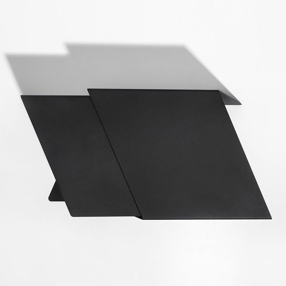 06 stalk coffeetable couchtisch beistelltisch stahl stahlblech schwarz kanten studio makuko