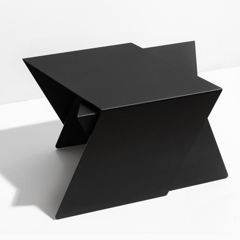 07 stalk coffeetable couchtisch beistelltisch stahl stahlblech schwarz kanten studio makuko