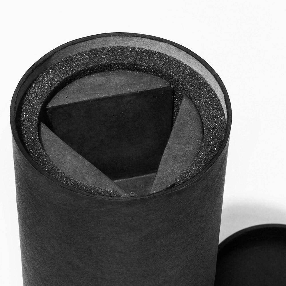 09 brut kerzenstaender candleholder grau beton dunkelgrau studio makuko