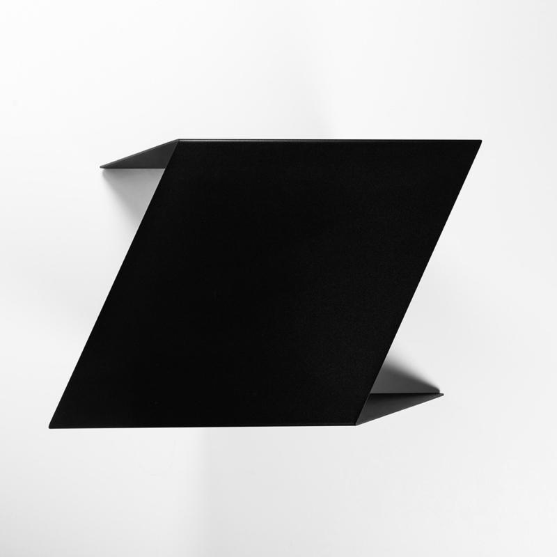09 chevron beistelltisch stahl stahlblech schwarz kanten studio makuko