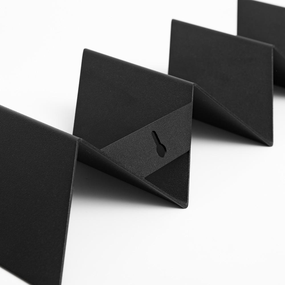 09 itaunaflat garderobe regal stahlblech blech tiefschwarz schwarz studio makuko